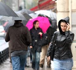 İstanbul da sağnak yağmur yağdı !